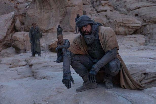 砂に覆われた地で暮らす自由民フレメンのリーダー、スティルガー(ハビエル・バルデム)