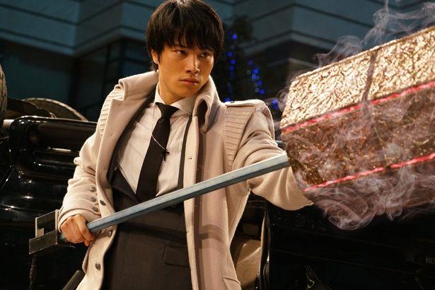 『東京喰種 トーキョーグール』で喰種捜査官の亜門を演じる鈴木伸之