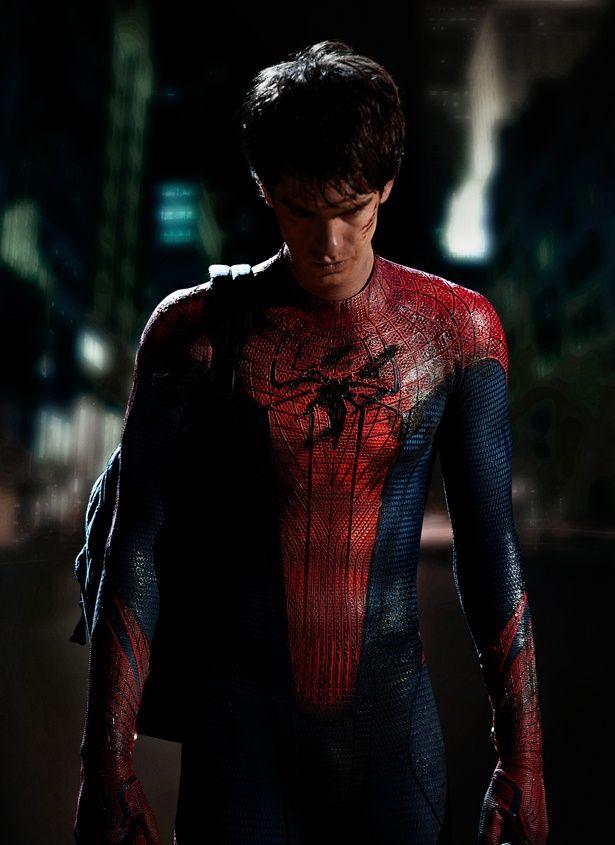 主人公が覆面レスラーのポスターを参考に作成(『アメイジング・スパイダーマン』)