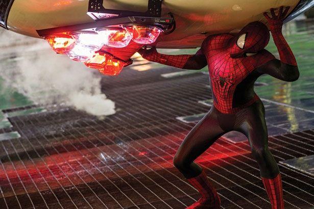 今ドキ感のあるスーツ(『アメイジング・スパイダーマン2』)
