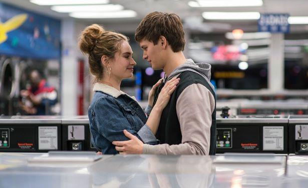 【写真を見る】『シンデレラ』(15)のリリー・ジェームズが、ベイビーが恋する運命の女性に扮する