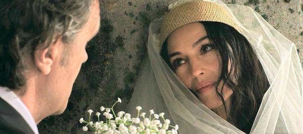 モニカ・ベルッチ扮する謎の花嫁。彼女との愛を貫くため、主人公コスタは命を張ることになる