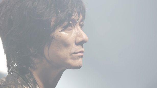 ソロ・アーティストとしても活躍している吉井和哉。彼がバンドの再結成に懸けた思いとは!?