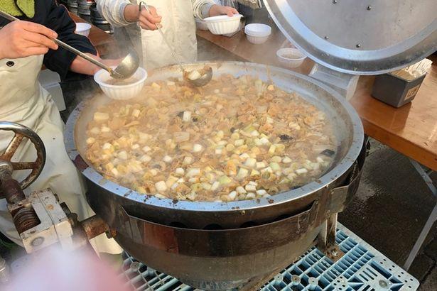 こちらは商店街で販売されていた「あんこう汁」。現地では「あんこうの唐揚げ」も人気