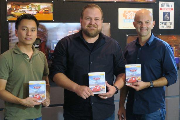 右から、スーパーバイジング・アニメーターのボビー・ポデスタ、エフェクト・スーパーバイザーのジョン・ライシュ、スーパーバイジング・テクニカル・ディレクターのマイケル・フォン