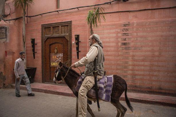 【写真を見る】何故かロバに跨ってパキスタンの街を探索