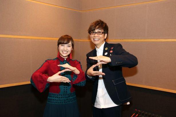 2人揃って両手で「ZZ」のポーズ!インタビューもご機嫌で答えてくれた百田夏菜子と山寺宏一