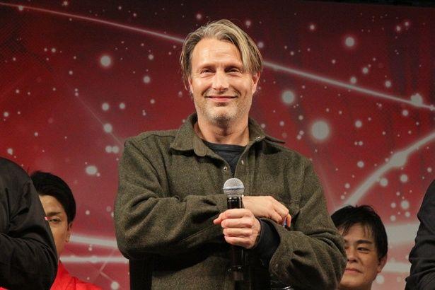 カンヌ国際映画祭主演男優賞の受賞経験もある、デンマークの名優マッツ・ミケルセンにたくさんの黄色い声援が