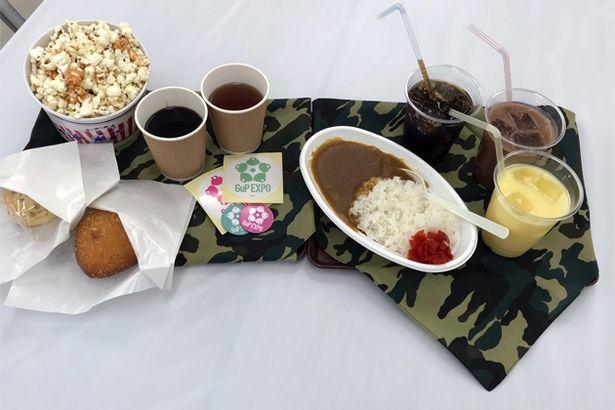 カフェメニューは、カレー、ピロシキ、ポップコーンなどのフードに、ミルクセーキ、コーラなどのドリンクも!