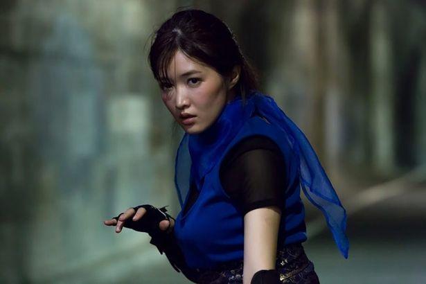 葉加瀬が演じる亜矢は特殊忍者部隊の最強忍者!