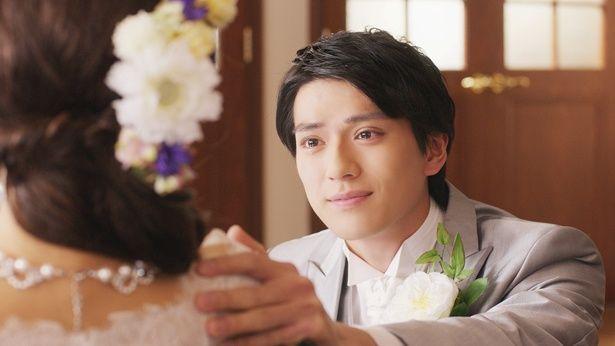 【写真を見る】『コード・ブルー』に参戦決定!タキシード姿で花嫁を見つめる新田真剣佑