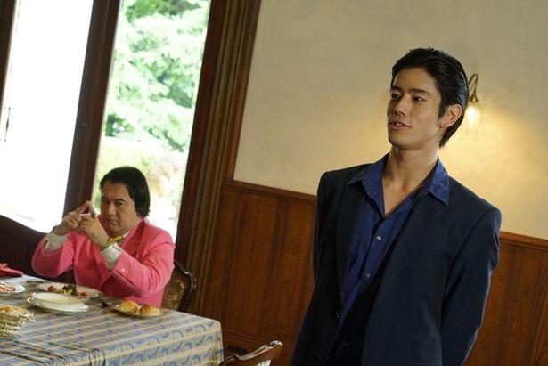 「テラスハウス」に王子の愛称で出演していた岩永徹也が、TVシリーズに続き黎斗を怪演(『ブレイブ&スナイプ』)