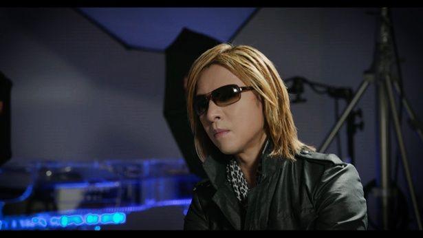 X JAPANのリーダーYOSHIKIもhideを良く知る人物として出演