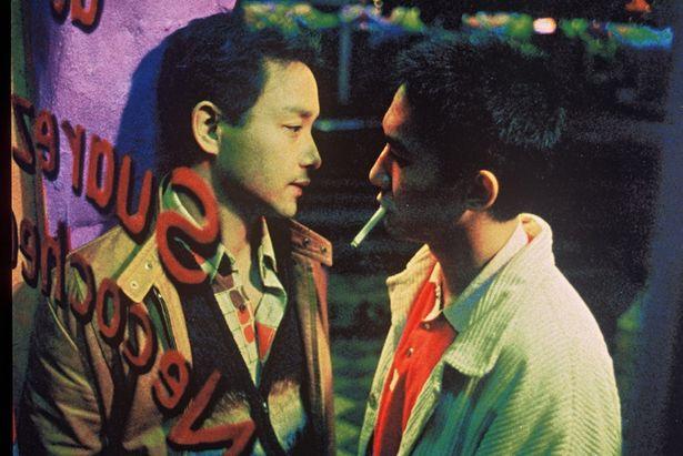 レスリー・チャンとトニー・レオンという香港の2大俳優が、激しくも切ない愛を体現する(『ブエノスアイレス』)