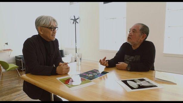 坂本龍一ら鋤田と縁の深いアーティストたちのインタビューや対談も