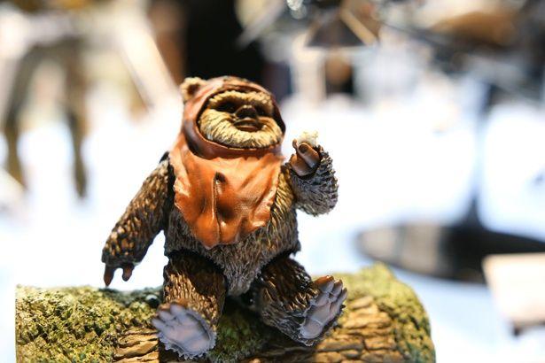 【写真を見る】『SW』モフモフのアイツが「S.H.Figuarts」に!かわいい!