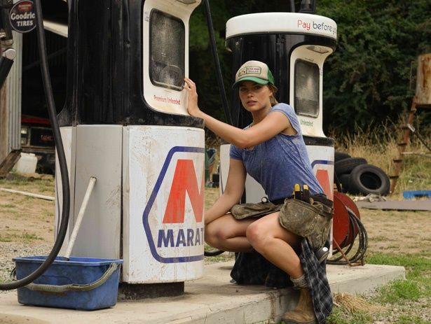 たった一人生き残った美女アンをマーゴット・ロビーが演じる『死の谷間』は6月23日(土)より公開