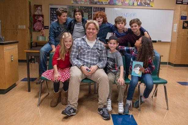 【写真を見る】笑顔が超キュート!素顔のジェイコブ・トレンブレイ(前列右から2番目)