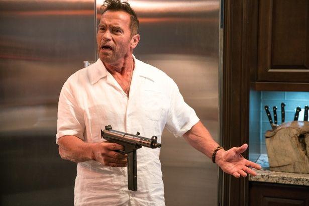 冷蔵庫の扉で敵を殴りまくったり、とにかく超豪快!