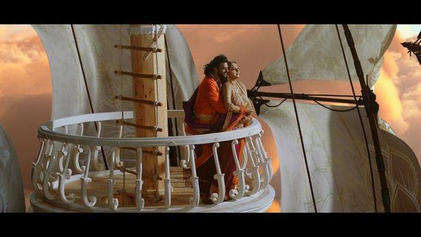 """【写真を見る】『バーフバリ 王の凱旋』には""""あの作品""""の有名すぎるシーンへのオマージュも!"""