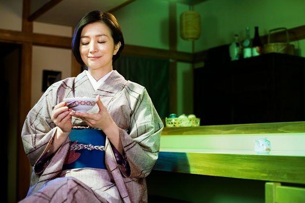 食事処の女将を演じた鈴木京香