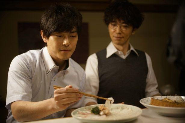 【写真を見る】前田敦子と勝地涼が急接近のキッカケになったとも言われている『食べる女』のシーンカット
