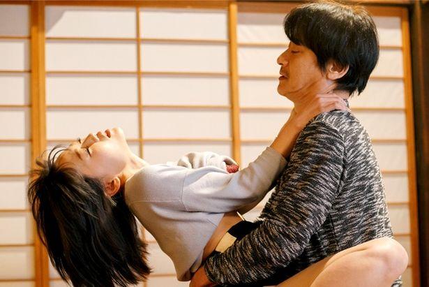 『柔らかい檻』は人気監督・竹洞哲也が手がけた1作