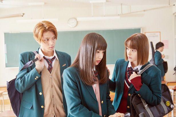 凛、優羽と同じマンションに住む暦(玉城ティナ)、蛍太(磯村勇斗)。4人は学園でも一目置かれる美男美女!