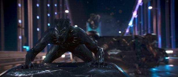 超文明国ワカンダの王にしてヒーローでもあるブラック・パンサー(『ブラック・パンサー』)