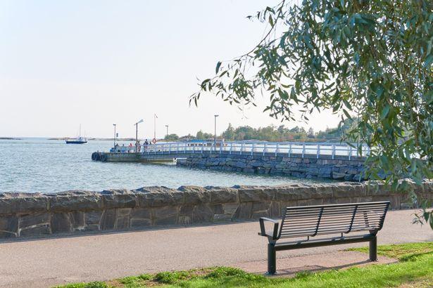 桟橋の先端部分には手すりや柵がないので、写真撮影の際には十分ご注意を!