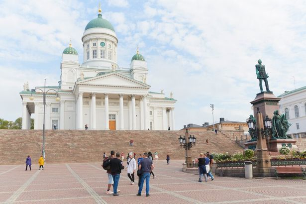 【写真を見る】1852年に竣工されたヘルシンキ大聖堂