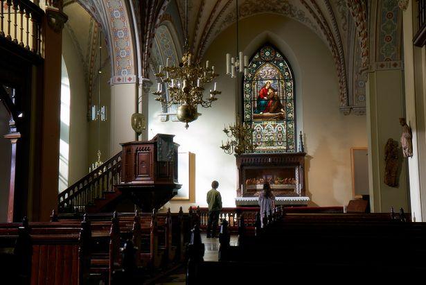 ヘルシンキ大聖堂を訪れた悠輔と美雪