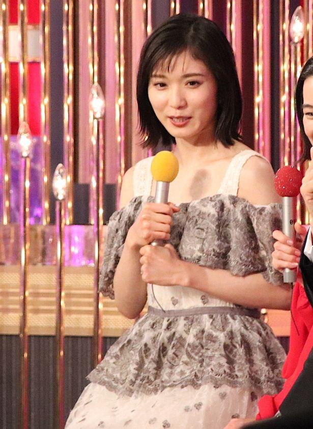 松岡茉優の可憐なドレス姿!
