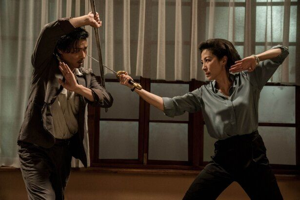 【写真を見る】アジア最高峰のアクション女優ミシェル・ヨーもまだまだ健在っぷりを披露!