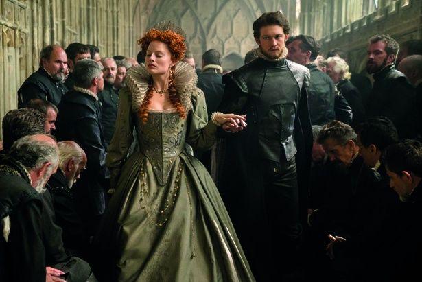 ジョー・アルウィンはエリザベス1世の寵臣で恋仲にあったレスター伯ロバート・ダドリーを演じている