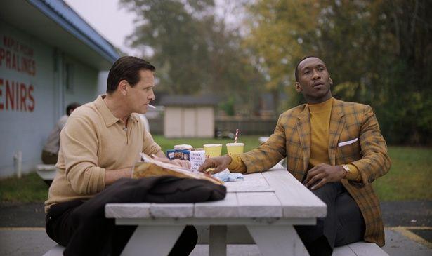 【写真を見る】人種差別という重いテーマを扱いながらも、主役2人の掛け合いに笑い涙する(『グリーンブック』)