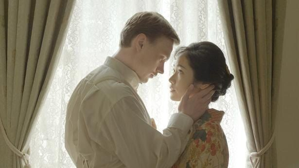 日露戦争時代に、運命的な恋に落ちた看護師ゆいとロシア兵将校のソローキン