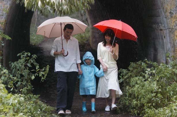 雨の日に「また戻ってくる」と言葉を残し亡くなった妻だったが…(『いま、会いにゆきます』)