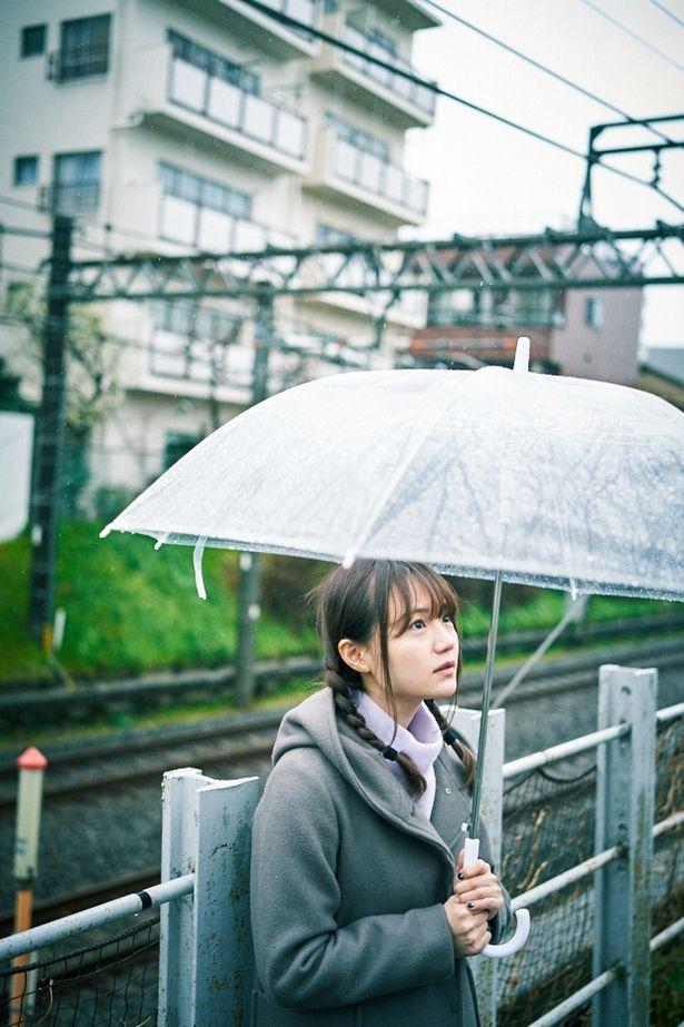 よく雨に降られるという尾崎さん