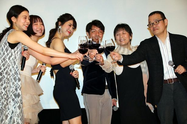 全員で赤ワインで乾杯