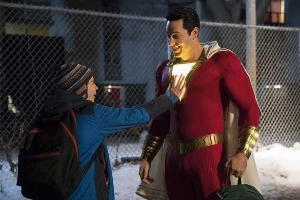 子どもが超人的なパワーを秘めたヒーローに変身する『シャザム!』が4位に