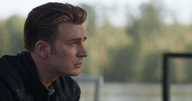 涙を流すスティーブ/キャプテン・アメリカ。そのワケとは…?