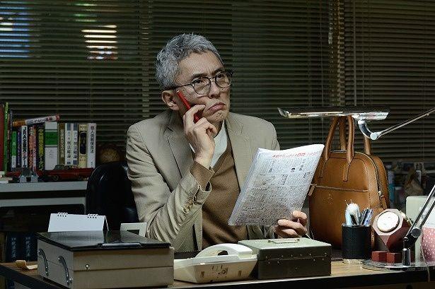 探偵事務所の所長・木暮正人(松重豊)