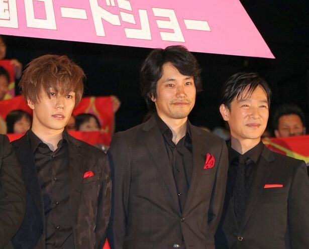 【写真を見る】声で出演した早乙女太一、松山ケンイチ、堺雅人(左から)