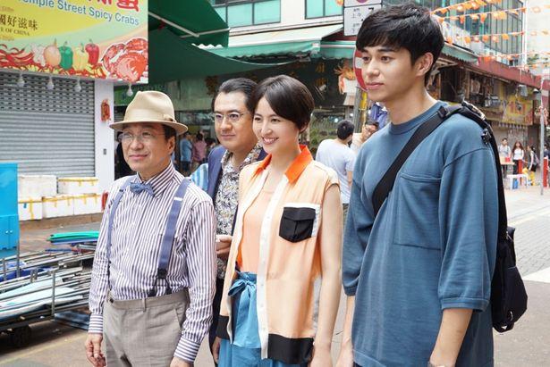 映画では、香港を舞台に物語が展開する