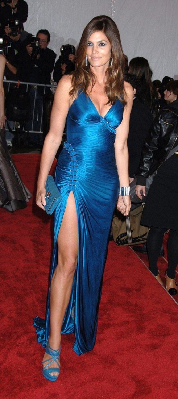 【写真を見る】奇抜ドレスはドコ?10年前はシンディ・クロフォードらスーパーモデルが美の競演!<画像18点>