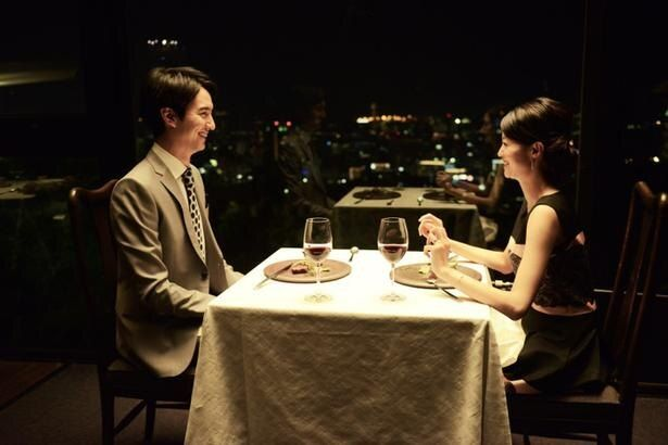 幸せいっぱいなはずの宗方と婚約者の白河早苗(小林涼子)に、悲劇が訪れる…