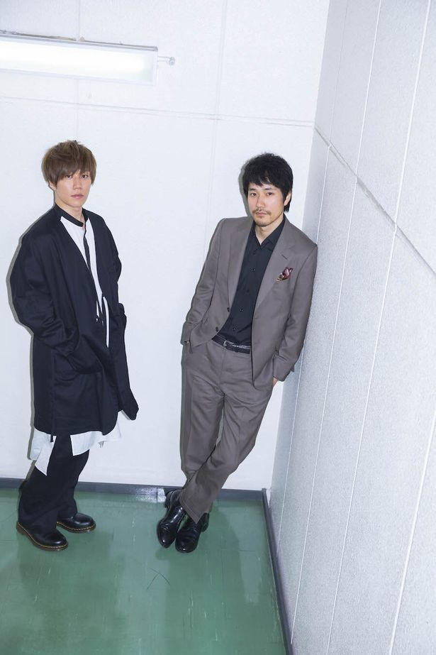 【写真を見る】クールなスタイルで松山ケンイチ&早乙女太一が相思相愛を告白