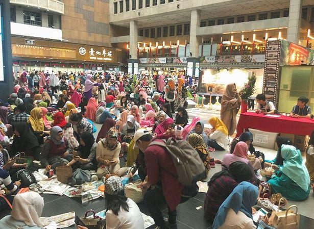 台北の駅で遭遇したインドネシアの学生たち