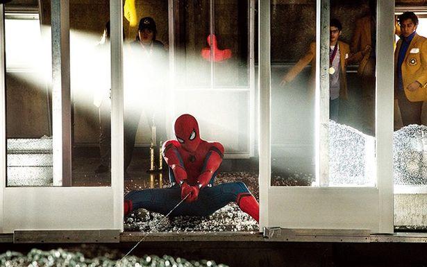 ホランド版の糸は2時間で溶ける設定(写真は『スパイダーマン:ホームカミング』